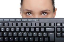 Νέα γυναίκα με ένα πληκτρολόγιο υπολογιστών Στοκ Φωτογραφίες