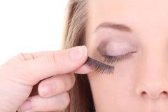 Νέα γυναίκα με τα τεχνητά eyelashes Στοκ εικόνες με δικαίωμα ελεύθερης χρήσης
