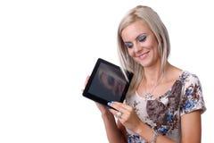 Νέα γυναίκα με την ταμπλέτα Στοκ Εικόνα