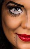 Νέα γυναίκα με το δημιουργικό makeup Στοκ Φωτογραφία