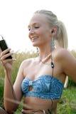 Νέα γυναίκα με το κινητό τηλέφωνο Στοκ Εικόνα