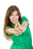 Νέα γυναίκα με το σαγηνευτικό βλέμμα που κάνει με το σημάδι λ δάχτυλων χεριών Στοκ Εικόνες