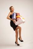 Νέα γυναίκα με το σωρό των δώρων Στοκ Εικόνες
