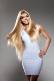 Νέα γυναίκα ομορφιάς, μακριά ξανθά μαλλιά πολυτέλειας Κούρεμα, περιθώριο Gir στοκ εικόνες με δικαίωμα ελεύθερης χρήσης