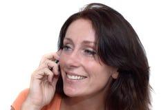 Νέα γυναίκα που καλεί τηλεφωνικώς στοκ εικόνες