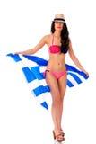 Νέα γυναίκα που κρατά μια μεγάλη σημαία της Ελλάδας Στοκ Φωτογραφίες