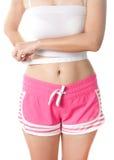 Νέα γυναίκα που μετρά το waistline της με τη μέτρηση της ταινίας Στοκ Φωτογραφία