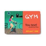 Νέα γυναίκα που οδηγά το στάσιμο ποδήλατο στη γυμναστική Έκπτωση πώλησης Στοκ φωτογραφίες με δικαίωμα ελεύθερης χρήσης