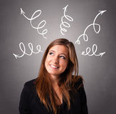 Νέα γυναίκα που σκέφτεται με τα βέλη υπερυψωμένα στοκ φωτογραφία με δικαίωμα ελεύθερης χρήσης