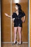 Νέα γυναίκα που στέκεται όπως αιγυπτιακή Στοκ εικόνα με δικαίωμα ελεύθερης χρήσης