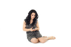 Νέα γυναίκα που χρησιμοποιεί το τηλέφωνο Στοκ Εικόνα