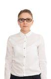 Νέα γυναίκα σε ένα άσπρο πουκάμισο και τα γυαλιά Στοκ Φωτογραφία