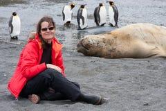 Νέα γυναίκα σε μια παραλία της withlocal άγριας φύσης της νότιας Γεωργίας Στοκ Εικόνες