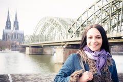 Νέα γυναίκα στην Κολωνία Στοκ φωτογραφία με δικαίωμα ελεύθερης χρήσης