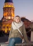 Νέα γυναίκα στην πόλη Στοκ Φωτογραφίες