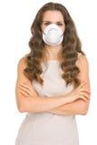 Νέα γυναίκα στη μάσκα κώνων Στοκ Εικόνες
