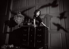 Νέα γυναίκα στη ταινία τρόμου Στοκ Εικόνες