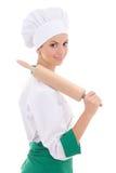 Νέα γυναίκα στον αρχιμάγειρα ομοιόμορφο με το ξύλινο isola καρφιτσών κυλίσματος ψησίματος Στοκ Εικόνες