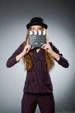 Νέα γυναίκα στον κινηματογράφο Στοκ Φωτογραφία