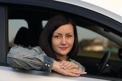 Νέα γυναίκα στο αυτοκίνητο Στοκ εικόνα με δικαίωμα ελεύθερης χρήσης