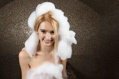 Νέα γυναίκα στο ζαμπόν -ζαμπόν-mam ή το τουρκικό λουτρό Στοκ φωτογραφία με δικαίωμα ελεύθερης χρήσης