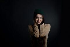 Νέα γυναίκα στο καπέλο Στοκ Φωτογραφία