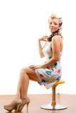 Νέα γυναίκα στο κοντό μέτριο φόρεμα Στοκ φωτογραφίες με δικαίωμα ελεύθερης χρήσης