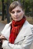 Νέα γυναίκα στο πάρκο Στοκ φωτογραφία με δικαίωμα ελεύθερης χρήσης