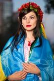 Νέα γυναίκα στο στεφάνι στοκ εικόνες με δικαίωμα ελεύθερης χρήσης