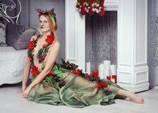Νέα γυναίκα στο φανταχτερό κοστούμι ελαφιών Στοκ φωτογραφία με δικαίωμα ελεύθερης χρήσης