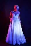 Νέα γυναίκα στο φόρεμα σφαιρών Στοκ Εικόνα