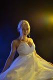 Νέα γυναίκα στο φόρεμα σφαιρών Στοκ φωτογραφία με δικαίωμα ελεύθερης χρήσης
