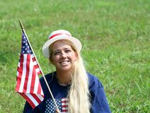 Νέα γυναίκα στο 4$ο του καπέλου Ιουλίου στοκ εικόνες με δικαίωμα ελεύθερης χρήσης