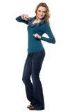 Νέα γυναίκα τζιν παντελόνι Στοκ Εικόνες