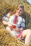 Νέα γυναίκα το καλοκαίρι Στοκ εικόνες με δικαίωμα ελεύθερης χρήσης