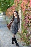 Νέα γυναίκα το φθινόπωρο Στοκ Εικόνες