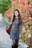 Νέα γυναίκα το φθινόπωρο Στοκ Φωτογραφίες