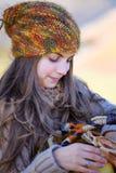 Νέα γυναίκα υπαίθρια στοκ εικόνα με δικαίωμα ελεύθερης χρήσης