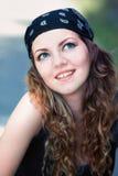 Νέα γυναίκα υπαίθρια Στοκ φωτογραφίες με δικαίωμα ελεύθερης χρήσης