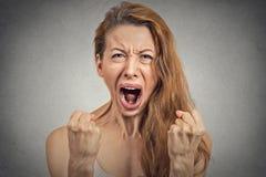 νέα γυναίκα υστερική έχοντας τη νευρική διακοπήη στοκ φωτογραφία με δικαίωμα ελεύθερης χρήσης