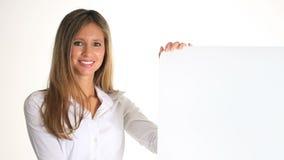 Νέα γυναίκα χαμόγελου με την πινακίδα απόθεμα βίντεο