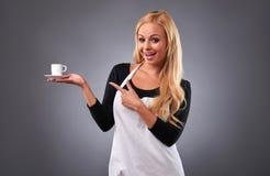 Νέα γυναίκα barista Στοκ φωτογραφίες με δικαίωμα ελεύθερης χρήσης