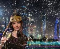 Νέα γυναίκα brunette με το γυαλί σαμπάνιας Στοκ φωτογραφίες με δικαίωμα ελεύθερης χρήσης