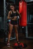 Νέα γυναίκα Kickboxing Στοκ Φωτογραφίες