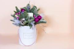Νέα δέσμη έτους με το έλατο και τα ξηρά λουλούδια στοκ εικόνες
