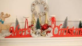 Νέα διακόσμηση έτους Χριστουγέννων από την εστία απόθεμα βίντεο