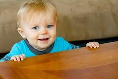 Νέα εκμετάλλευση μικρών παιδιών ο ίδιος επάνω Στοκ Εικόνες