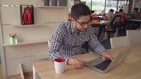 Νέα επαγγελματική αγορά ατόμων μέσω Διαδικτύου απόθεμα βίντεο