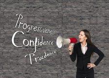 Νέα επιχειρηματίας με megaphone Στοκ εικόνα με δικαίωμα ελεύθερης χρήσης