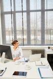 Νέα επιχειρηματίας ως επιχειρηματία Στοκ εικόνα με δικαίωμα ελεύθερης χρήσης